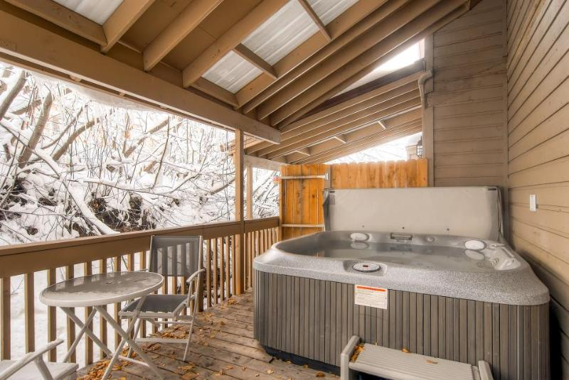 Home for 10 w/ fireplace; gourmet kitchen; walk to slopes - Image 1 - Park City - rentals