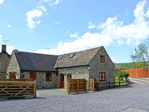 THE STABLE, pet friendly, character holiday cottage, with a garden in Craven Arms, Ref 13270 - Image 1 - Craven Arms - rentals