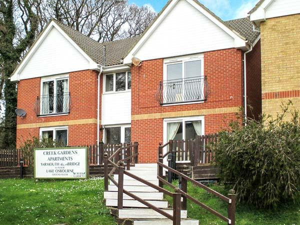 BEMBRIDGE, superb apartment next to a tidal estuary, walks from the door, beach 10 mins walk away, in Wootton Bridge, near Ryde, Ref 26727 - Image 1 - Wootton - rentals