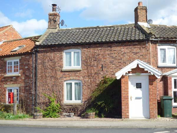 APPLETREE COTTAGE, open fire, pet-friendly, enclosed garden, character features, terrace cottage in Marton, Ref. 906363 - Image 1 - Sinnington - rentals