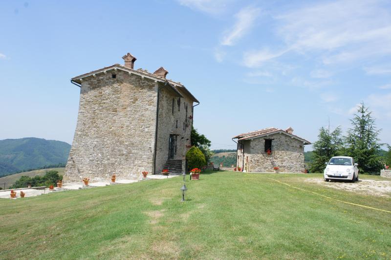 www.palazzoscagliae.com - Palazzo Scagliae Castle in Gubbio Umbria Sleeps 8+ - Gubbio - rentals