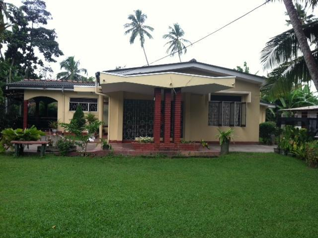 Large beautiful front yard - Beautiful Privately owned home for rent Sri Lanka - Ja Ela - rentals