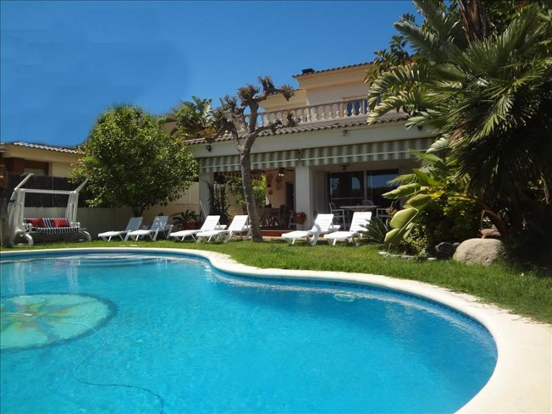 Marvelous 4-bedroom villa in Calafell, 500m from the Mediterranean Sea - Image 1 - Costa Dorada - rentals