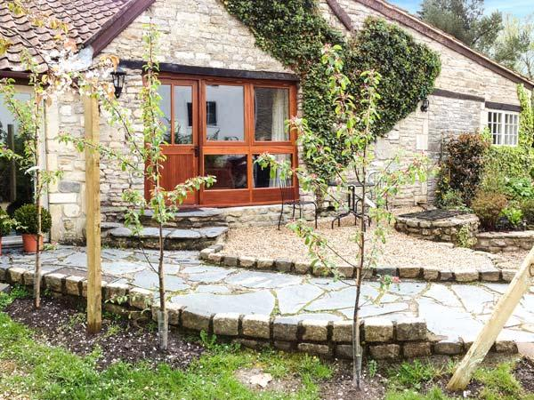 THE AYLESBURY COTTAGE, romantic single-storey cottage with four poster, en-suite, open fire, Hinton Ref 906598 - Image 1 - Dyrham - rentals