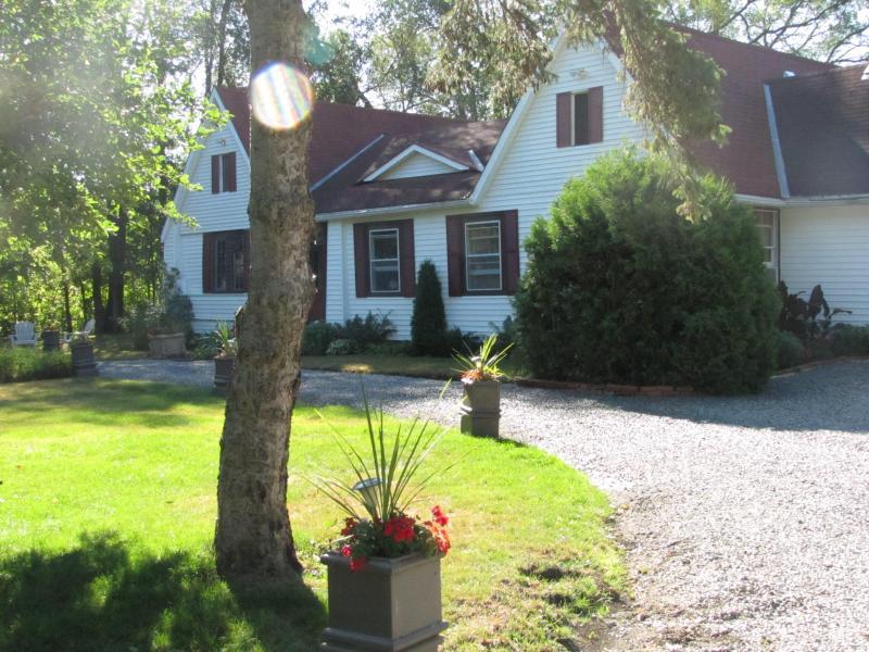 Turn of the Century orgianl cottage in Jacksons Point - The LakeShore- Jackson's Point-Georgina, Ontario - Sutton - rentals