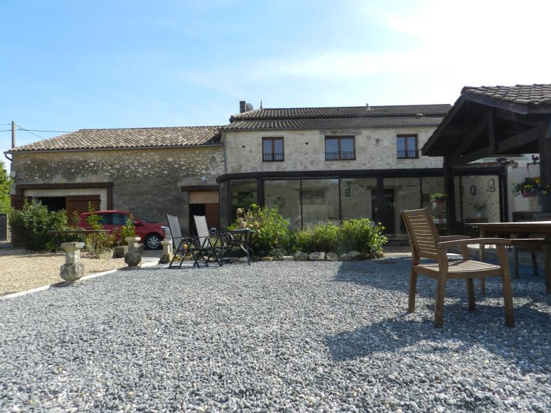 Le Grand Chemin de la Vie back view - relax and enjoy - Le Grand Chemin de la Vie Bed & Breakfast - Montcaret - rentals