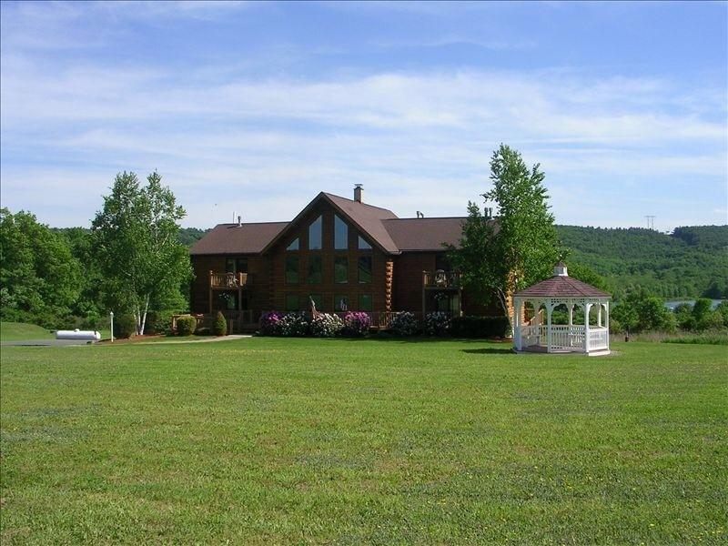 The Lodge in Summer - Magnificent Log Home overlooking Beltzville Lake and State Park - Lehighton - rentals