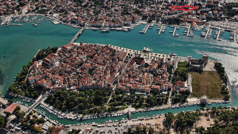 Cosy apartment just minutes walk from town center - Image 1 - Trogir - rentals