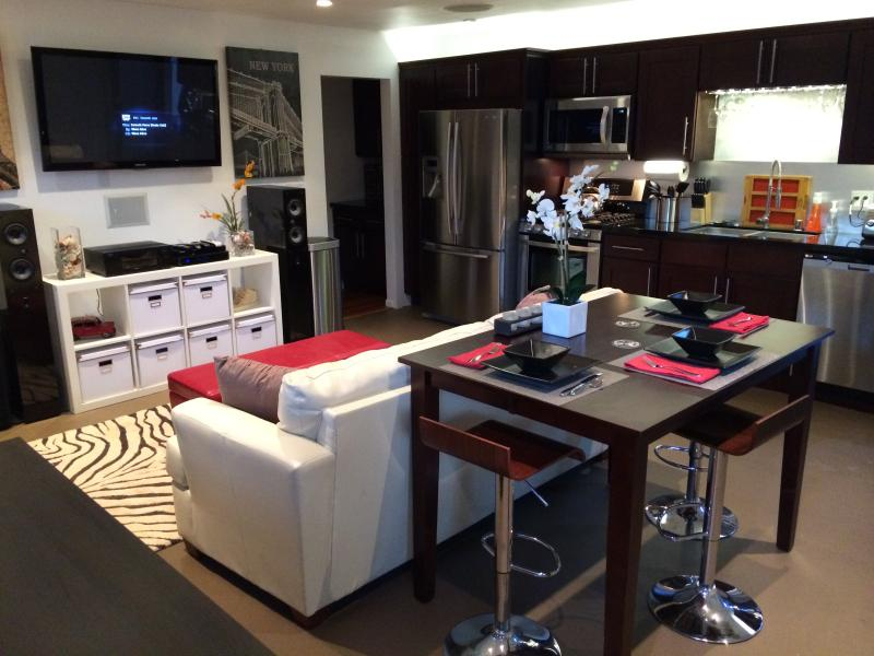 Main Living Area - 5 Star 1Bed Modern w/Patio, BBQ & Chef's Kitchen - Los Angeles - rentals