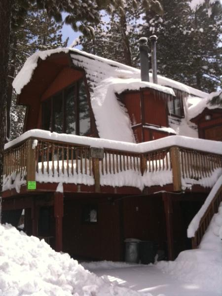 Winter picture of the Cabin - 3 stories 3300 sq ft - North Lake Tahoe Getaway Location! - Tahoe Vista - rentals