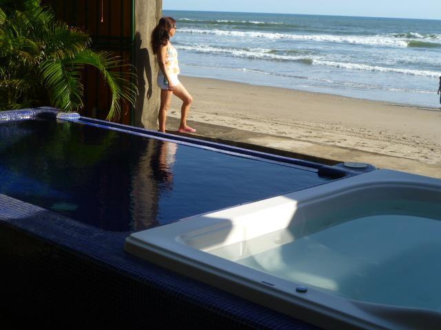 CASA DANIEL -    BEAUTIFULL OCEANFRONT HOME - Image 1 - Pochomil - rentals