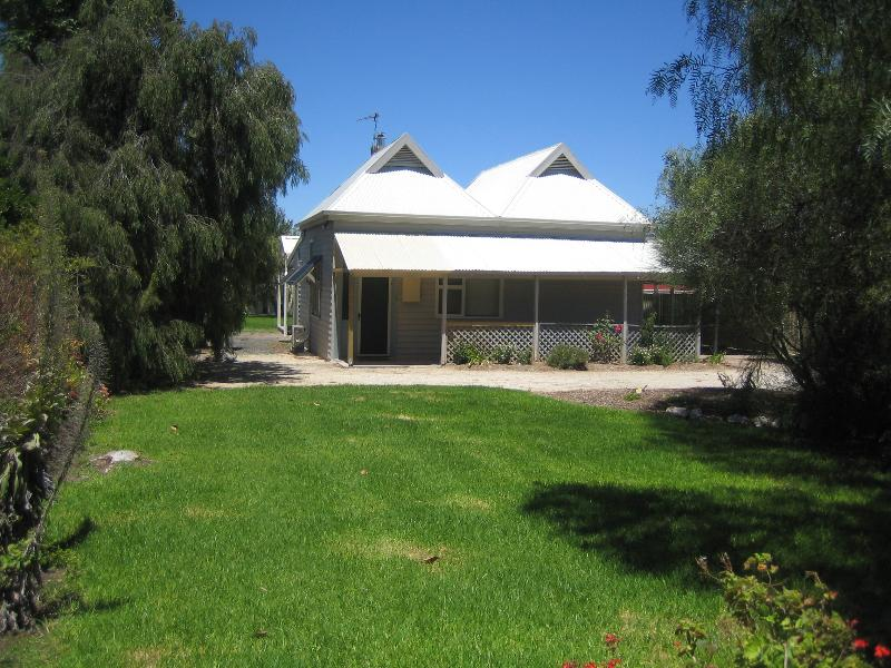 Front view - Showgrounds Cottage - Naracoorte - rentals