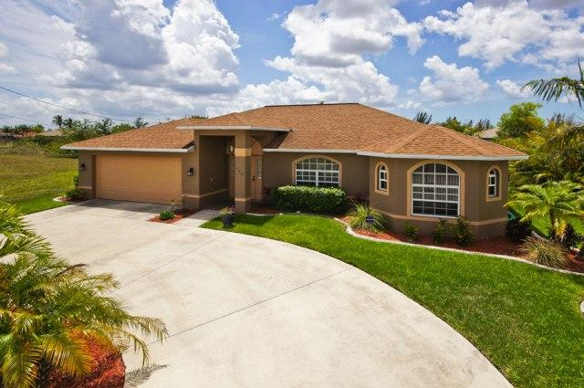 Beautiful 4 Bedroom Canal Home with Heated Pool - Image 1 - Cape Coral - rentals