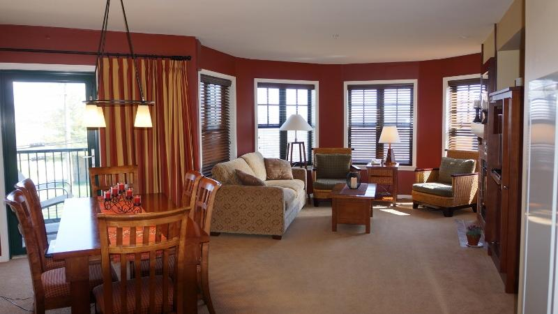 Largest 1Bedroom unit in the Appalachian Hotel - The Appalachian Largest 1 BR luxury Condo/Hotel. - Vernon - rentals