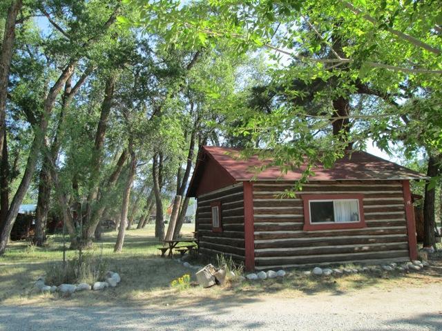 Located in Buena Vista, Colorado, this quiet cabin is surrounded by tall trees - Woodlandbrook Spring Song Cabin # 15 - Buena Vista - rentals