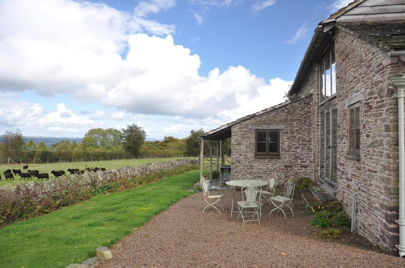 Large Floor to Ceiling windows to enjoy the views - Stunning Welsh Cottage Hay on wye. Sleeps 4 + 1dog - Hay-on-Wye - rentals