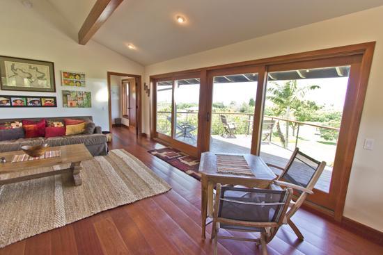 Livingroom - Private; Great Views; Quality, Comfort, Affordable - Haiku - rentals