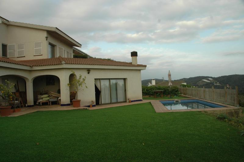 garden with the swiming pool. - Beautiful villa in Maresme (Barcelona) - Sant Cebria de Vallalta - rentals