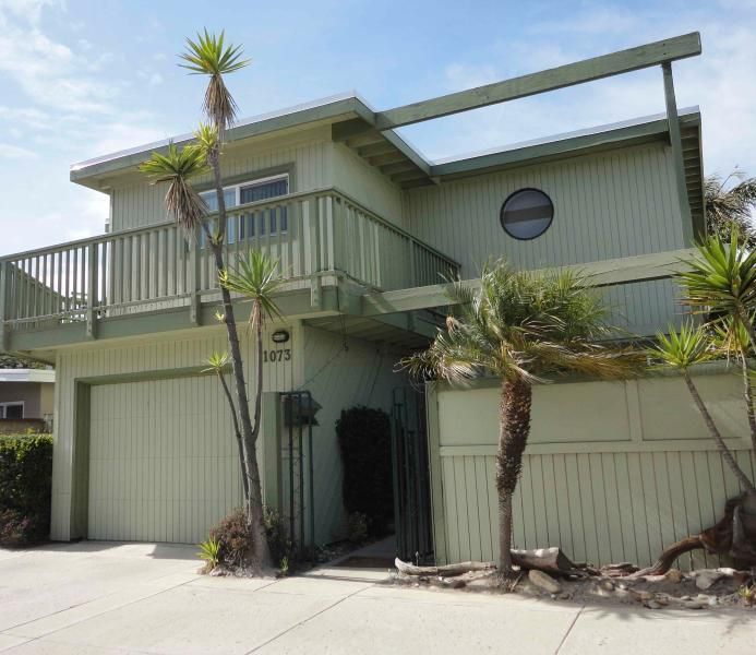 Cozy Beach House - Charming Ventura Beach House with Ocean View  and Just Steps to the Sand - Ventura - rentals
