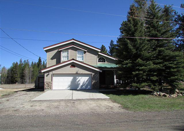 Front - Lodge style home views large meadow and Private beach access - McCall - rentals