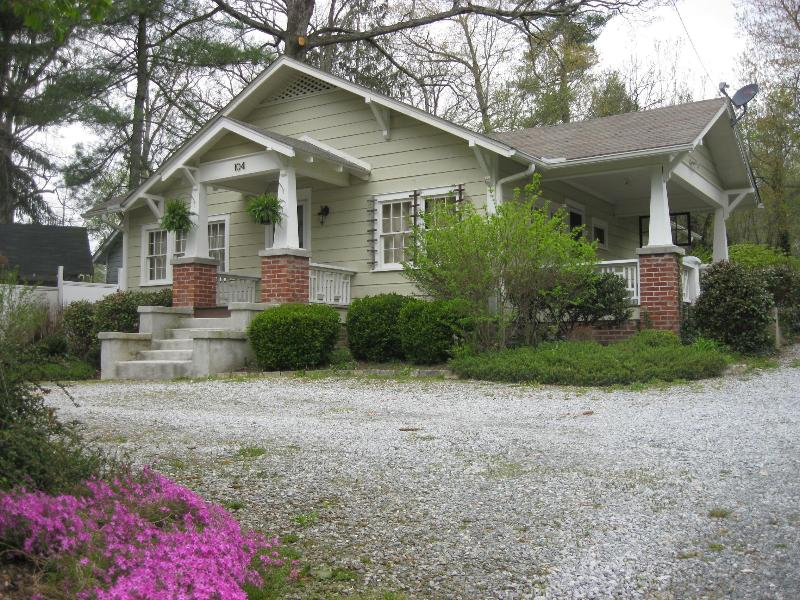 Cozy comfort minutes from Flat Rock and Hendersonville. - Image 1 - Hendersonville - rentals