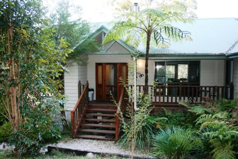 Hello and welcome - Topi Gums Bush Retreat-mid coast NSW-pets welcome - Wootton - rentals