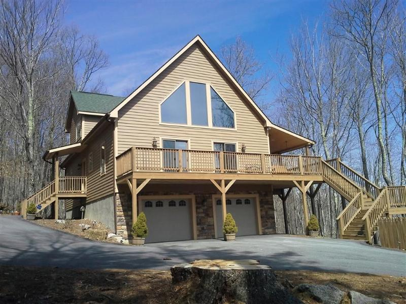 4 Bedroom, 4 Bath, hardwood floors, 2 fireplaces, beautiful mountain view & deer - Deluxe Custom Beech Mountain Home - Beech Mountain - rentals