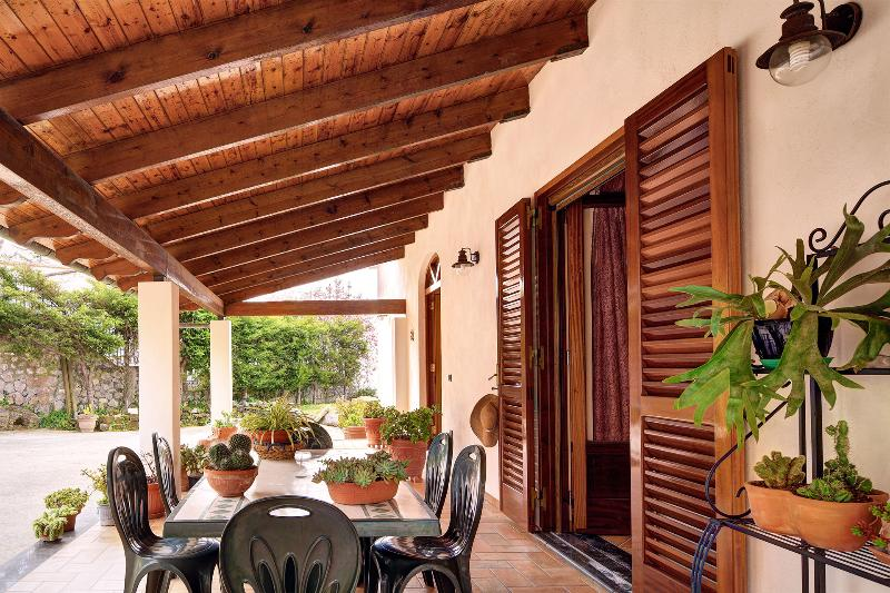 The outdoor dining area - Villa Fortunata, lovely property with the pool - Favaro - rentals
