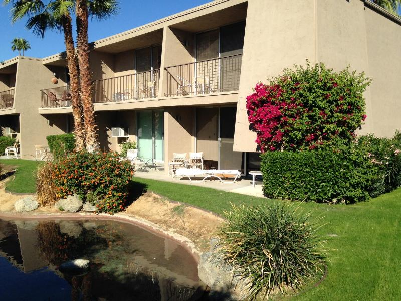 Exterior View - Resort Condo, Walk To Best Restaurants & Shopping - Palm Desert - rentals