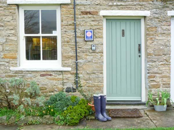 LAVENDER COTTAGE, romantic cottage with open fire, patio, heart of Askrigg Ref 729 - Image 1 - Askrigg - rentals
