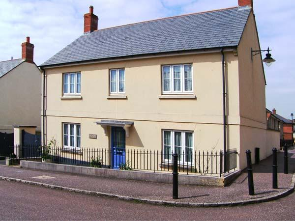 ROWAN TREE COTTAGE, detached, en-suite, enclosed garden, Ref 906361 - Image 1 - Bridport - rentals