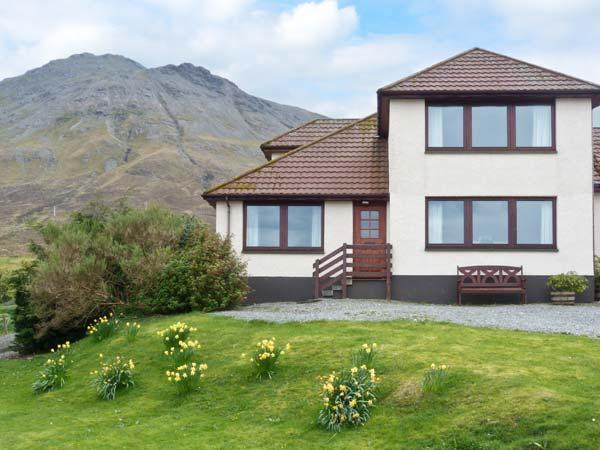 MACKENZIE'S PEAK, semi-detached cottage with stunning views, close coast, ideal touring base in Sconser, Portree Ref 912924 - Image 1 - Portree - rentals