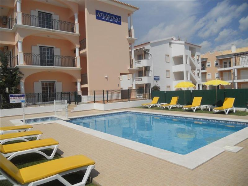 1 BEDROOM APARTMENT 300 M FROM THE BEACH IN A BRAND NEW CONDO WITH POOL IN OLHOS D'AGUA, ALBUFEIRA REF. APTATL136288 - Image 1 - Olhos de Agua - rentals
