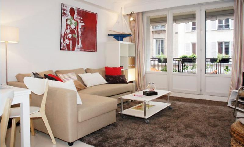Latin Quarter -  2 Bedroom with Balcony (4587) - Image 1 - Paris - rentals