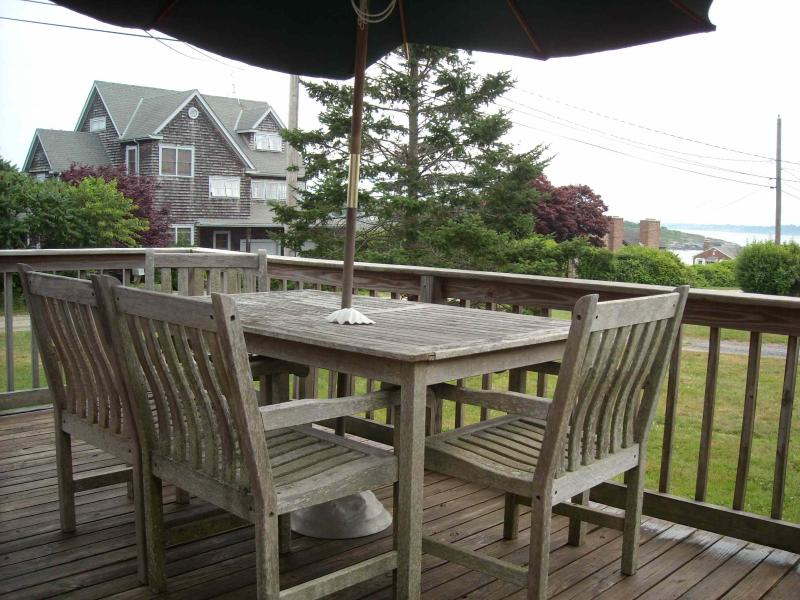 deck - Ocean access with ocean view deck - Jamestown - rentals