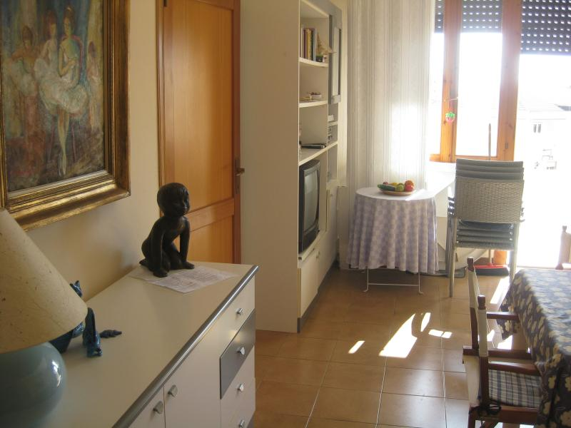 "detail dining & living room with terrace sea view - Alghero MARVELOUS and cosy apartment "" Sunset Colors""  in residential area by the sea - Alghero - rentals"