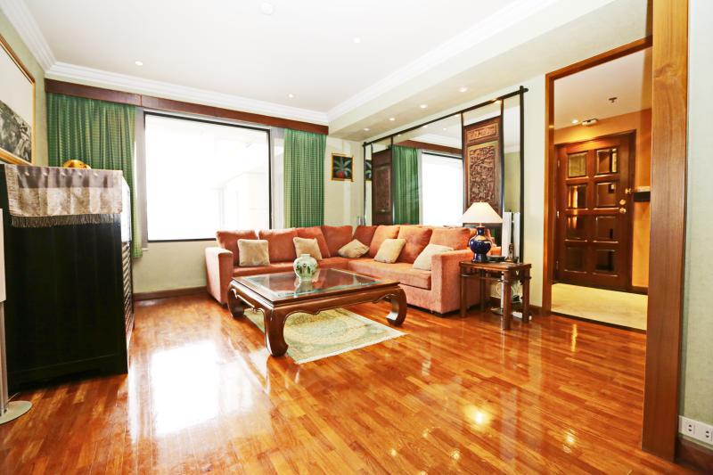 Interior design by a talented Thai-Chinese artist - 2BR/2BTH City View Apt @ Central Bkk - Bangkok - rentals