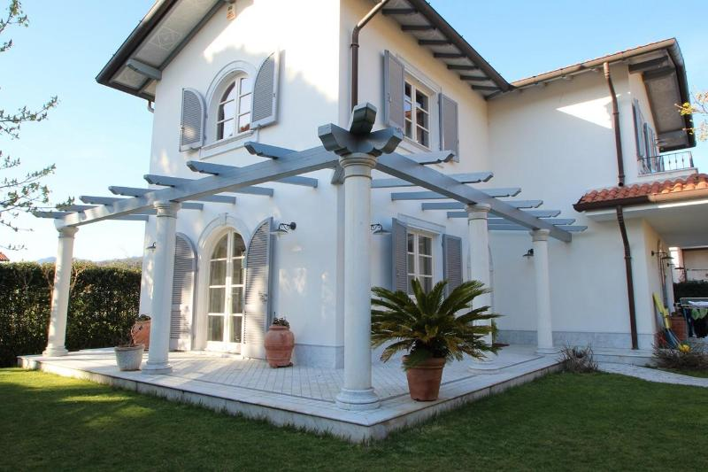 Private Villa near Sea - Image 1 - Querceta - rentals