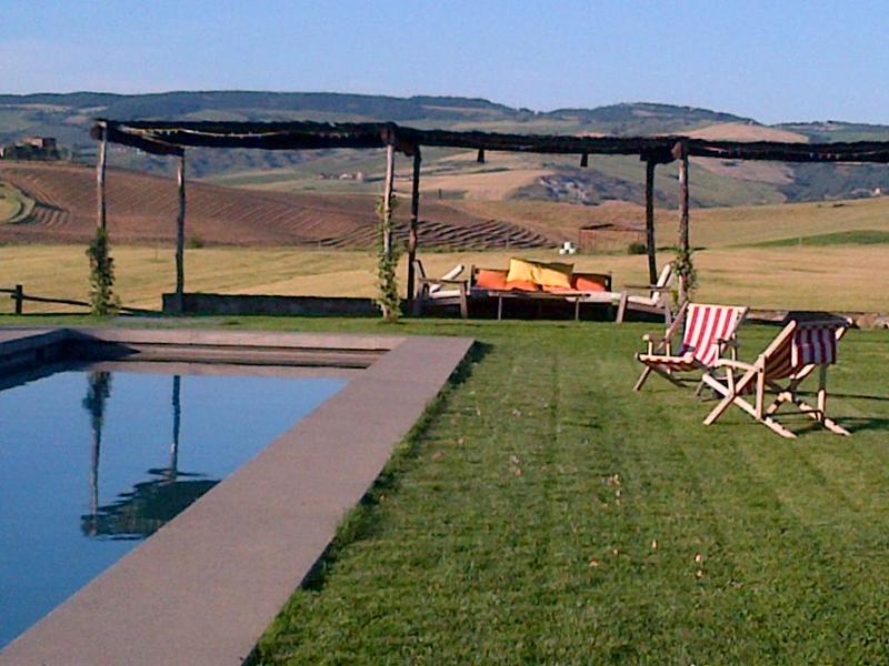 Holiday House with a spectacular pool overlooking the boundless valley - Image 1 - Castiglione D'Orcia - rentals