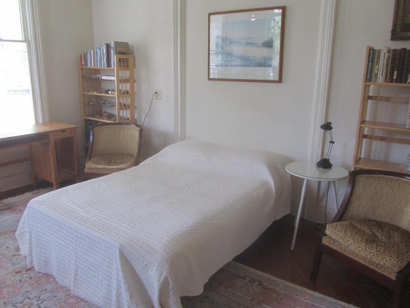 Guest room bed - 118 East Court Street Guest Room - Ithaca - rentals