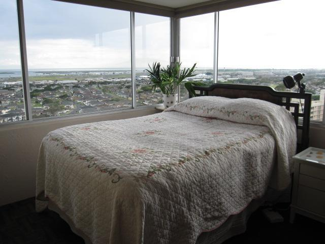 Corner room queen size bed - 1BR Condo with Incredible Panoramic View Near Honolulu Airport - Honolulu - rentals