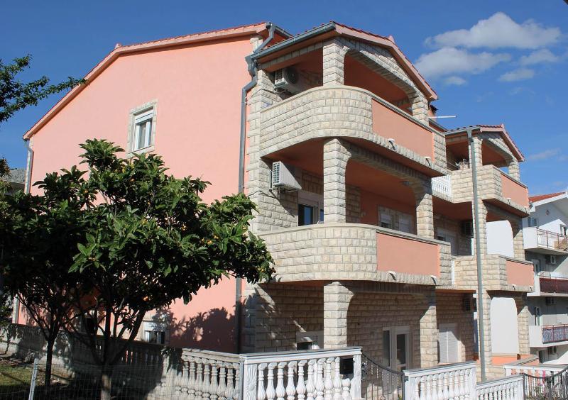 SPLIT-PODSTRANA beautiful apartment MIA - Image 1 - Podstrana - rentals