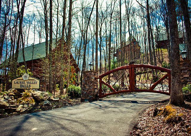 Amazingly Romantic and Luxurious Cabin for Couples! - Image 1 - Sevierville - rentals