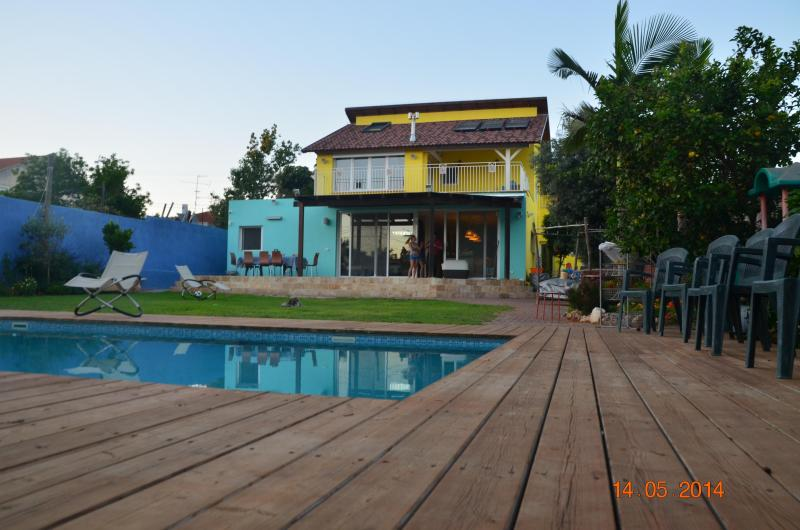Beatiful Villa with large Garden and POOL 7 minutes from the Sea - Image 1 - Herzlia - rentals