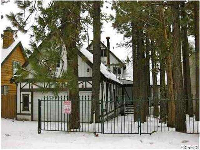 Front View of the House in winer with snow - BEST VALUE IN BIG BEAR $20/per/nt UP TO 16 GUESTS. - Big Bear City - rentals