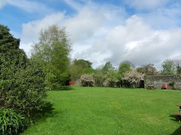 Lawns outside cottage door - Darragh Cottage , Stone built cottage in Ireland. - Kilfinane - rentals