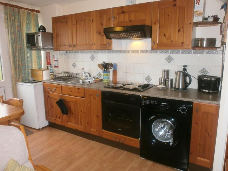 Open plan kitchen - Nearby beach, 2 bedroom self catering holiday home - Freshwater East - rentals