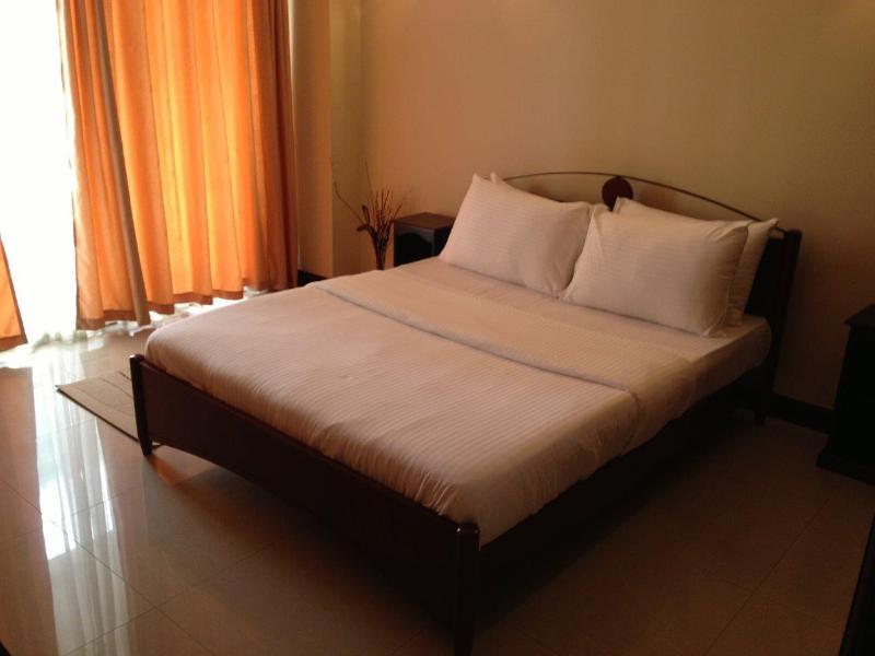 15-3C Apartment - Fully furnished 1 BR Crescat Apartments for Rent - Colombo - rentals