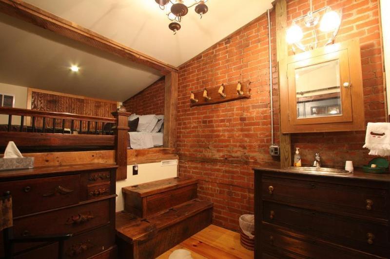 Penns Creek Queen Size Lofted Bed - Triple Creek Lodge- PENNS CREEK ROOM - Millheim - rentals