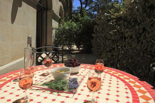 Your private terrace - Secret Garden 1 - Sunny pool, shady garden, walk t - Pezenas - rentals